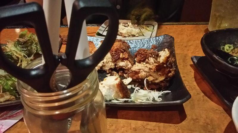 鶏の半身のから揚げ用ハサミ / 京都グルメガイド