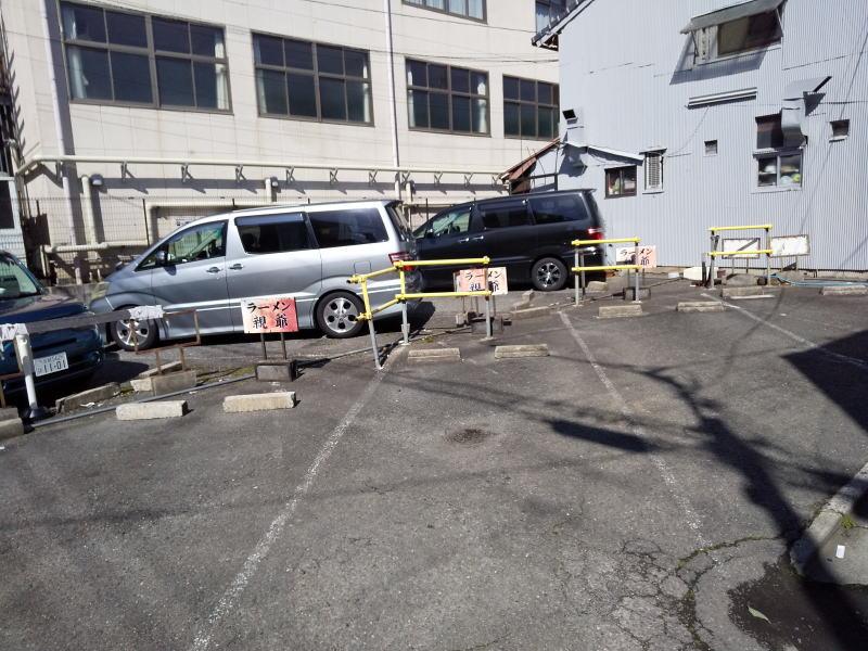 ラーメン親爺駐車場 / 京都グルメガイド